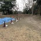 二ノ丸跡。土塁の跡を見る事が出来る。どうやら発掘調査中の様だが何か見つかっただろうか?