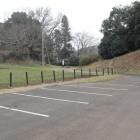 2曲輪駐車場より2曲輪虎口と左右の土塁