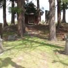 本丸東、一段上がった櫓台、神社在り