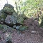 石垣に見える柱状節理、虎口