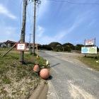 道路の左側が大崎城見学者の無料駐車場