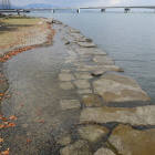 湖岸の石垣