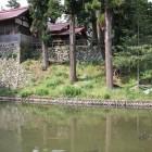 増島城水濠越しの天守台