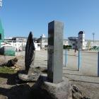 小笠原長清館碑(学校内にあって内側を向いている為側面写真が限界でしたw)