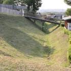 本丸東面土塁と大堀