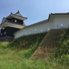 二ノ丸丑寅櫓と土塀の屏風折れ