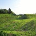 三の丸北側の土塁と堀