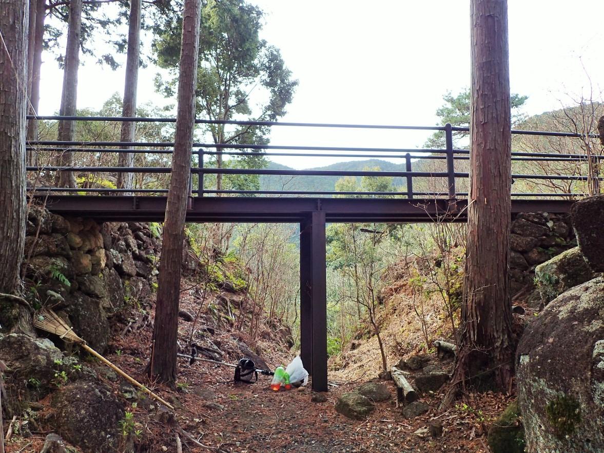 4郭5郭間の堀切に架かる橋