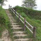 本丸登城階段と本丸切岸