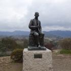 二の丸の滝廉太郎像