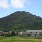 麓から見た城山