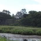 北方の豊川対岸から見た吉田城本丸