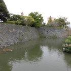 本丸南側虎口を挟んだ東側の折れ石垣