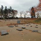 本丸東門跡と土塁