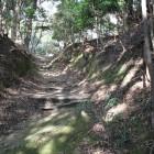 竪堀の様な本丸への登城路、上直ぐ虎口