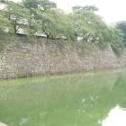 その石垣の上に中から行けますが、柵がな無いので、石垣の上から落ちそうでした。