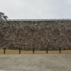 清水門使用面の石垣。美しい弧を描く模様が見られる。