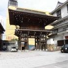 八坂神社山門(立派でした)