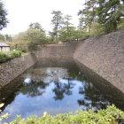 勝山公園駐車場横の水堀