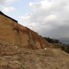 版築土塁と石垣
