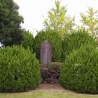 公園に立つ石碑