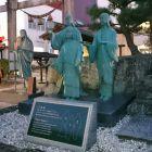 北ノ庄城三姉妹像(奥にお市の方像)