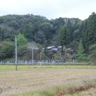 麓の普済寺、上部山頂は大葉沢城本丸方向