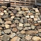 石垣に転用石いっぱい