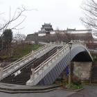 橋から見上げる福知山城
