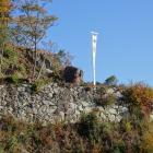 大石垣。観音寺城ののぼりがきれいに撮れるよう粘ったが神風吹かず。