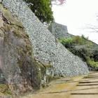 登城路の高石垣