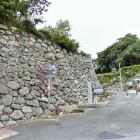 城跡碑と高石垣