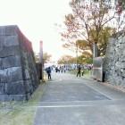 西側石垣と門