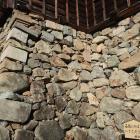天守台南西辺の転用石