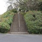 駐車場からの登城階段(初段)