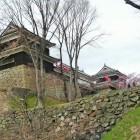 櫓東虎口櫓門北櫓を見上げる