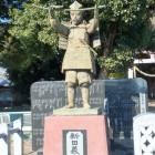 生品神社の新田義貞公像