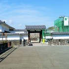 二の丸東大手門(高麗門と土塀)