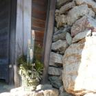 天守櫓御門前の門松、鏡石