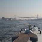 船上からレインボーブリッジが見えて来ます