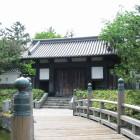 木橋と東門