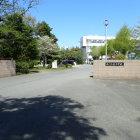 栄町立栄中学校校門前