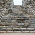 天守台登り階段、穴倉虎口