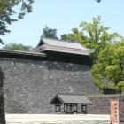 大手馬出より二の丸高石垣、復元太鼓櫓を見る