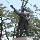 大手馬出前に堀尾吉晴公立像