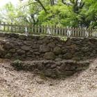 主郭東側の大手土橋北面の石垣
