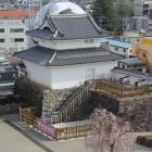 天守台より木造復元稲荷櫓南西角面と櫓台