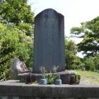 台場頂部に有る軽爆殉難慰霊碑