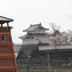 山手門桝形石垣上より時の鐘と復元稲荷櫓