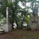 長浜城天守閣跡の石碑と豊臣秀吉公像